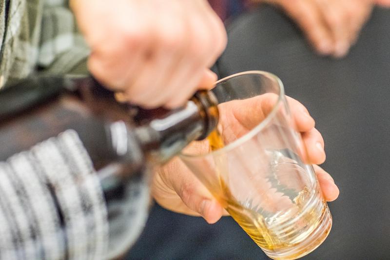 springs beer bracket growler pour