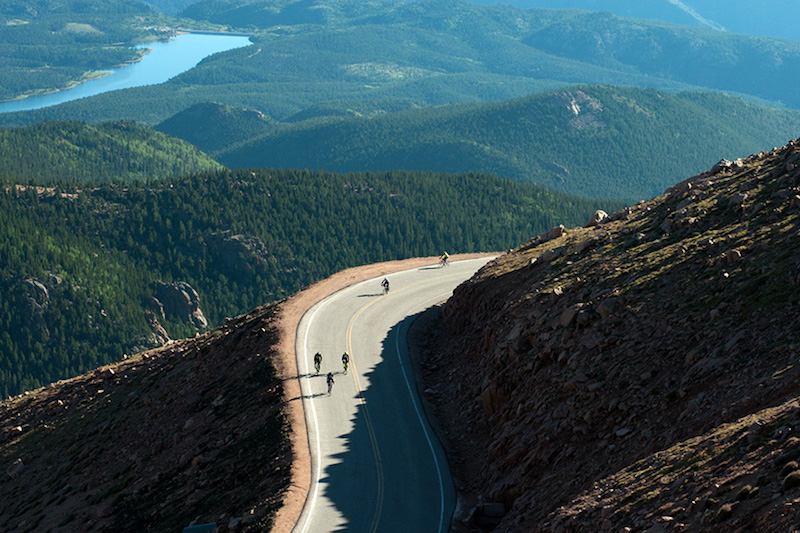 cyclists pedal up pikes peak