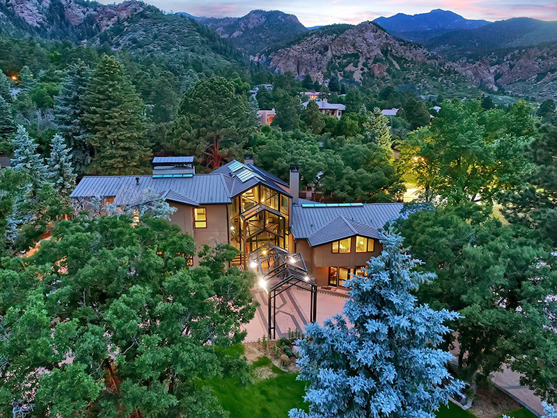 broadmoor dream home exterior and cheyenne mountain background