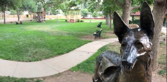 Dizzy the dog statue in Palmer Lake, Colorado